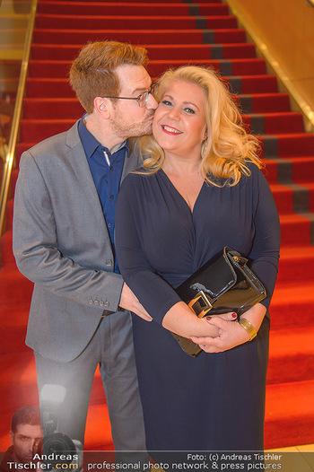 Jeanine Schiller Neujahrscocktail - Hilton am Stadtpark - Di 08.01.2019 - Susanna HIRSCHLER mit Freund Felix56