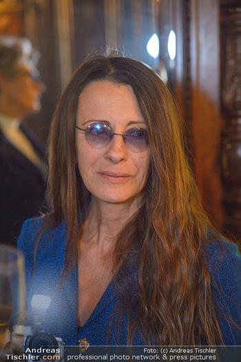 Neujahrscocktail für Frauen - Amalthea Verlag - Di 15.01.2019 - Brigitte JUST (Portrait)13