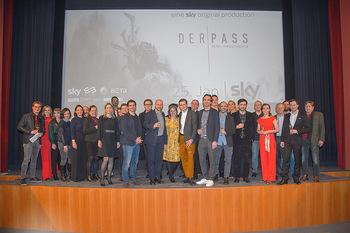 SKY Der Pass Premiere - Urania - Di 15.01.2019 - Gruppenfoto CREW147