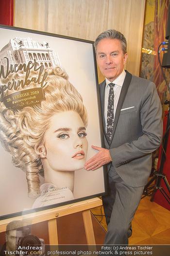 Opernball PK - Wiener Staatsoper - Mi 16.01.2019 - Alfons HAIDER mit dem Opernball Plakat40