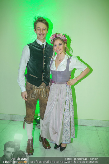 Jägerball - Hofbur - Mo 28.01.2019 - Anna MIKL mit Freund Christopher SCHULZ62