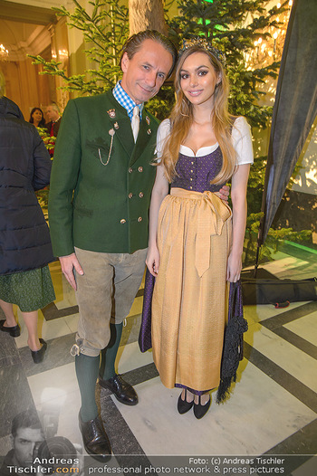 Jägerball - Hofbur - Mo 28.01.2019 - Christian RAINER mit Freundin Sonja Magdalena MIELCZAREK69
