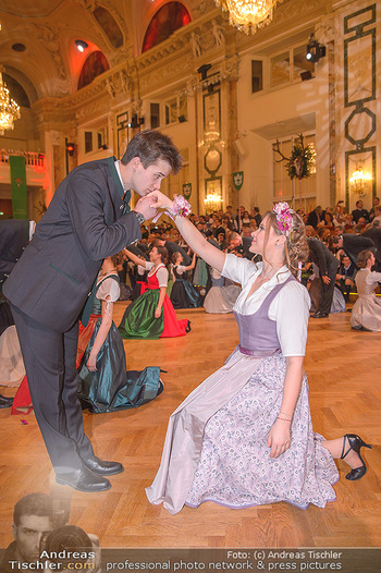 Jägerball - Hofbur - Mo 28.01.2019 - Anna MIKL mit Tanzpartner Fabian224