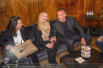 Schwarzenegger trifft Kurz - Bundeskanzleramt - Di 29.01.2019 - Arnold SCHWARZENEGGER mit Begleitung (Freundin?)52
