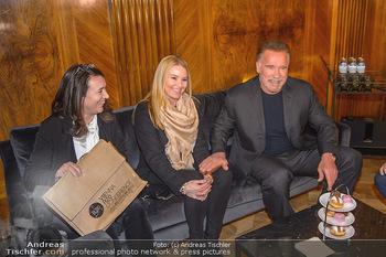 Schwarzenegger trifft Kurz - Bundeskanzleramt - Di 29.01.2019 - Arnold SCHWARZENEGGER mit Begleitung (Freundin?)54
