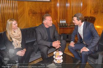 Schwarzenegger trifft Kurz - Bundeskanzleramt - Di 29.01.2019 - Arnold SCHWARZENEGGER mit Begleitung (Freundin?), Sebastian KURZ56