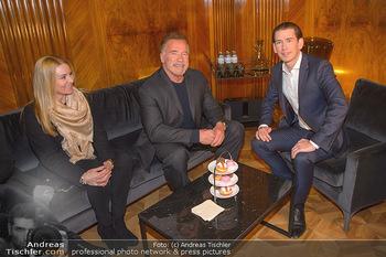 Schwarzenegger trifft Kurz - Bundeskanzleramt - Di 29.01.2019 - Arnold SCHWARZENEGGER mit Begleitung (Freundin?), Sebastian KURZ58
