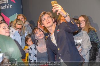 Kinopremiere ´Club der roten Bänder - wie alles begann´ - Cineplexx Donauplex - Mi 06.02.2019 - Damien HARDUNG macht Selfies mit Fans19
