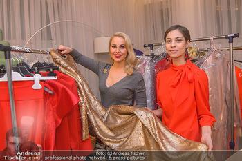Kleidanprobe Maria Yakovleva - Atelier Silvia Schneider - Mo 11.02.2019 - Maria YAKOVLEVA, Silvia SCHNEIDER1