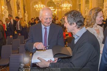 Rubens bis Makart Ausstellungseröffnung - Albertina, Wien - Fr 15.02.2019 - Fürst Hans ADAM II gibt Autogramme12