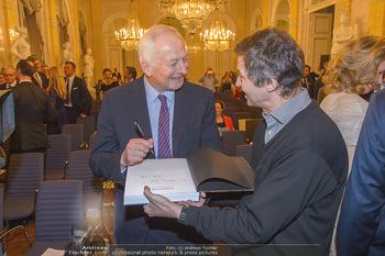 Rubens bis Makart Ausstellungseröffnung - Albertina, Wien - Fr 15.02.2019 - Fürst Hans ADAM II gibt Autogramme13