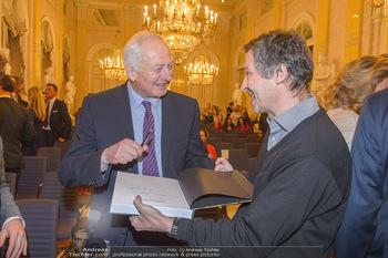 Rubens bis Makart Ausstellungseröffnung - Albertina, Wien - Fr 15.02.2019 - Fürst Hans ADAM II gibt Autogramme14