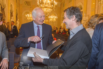 Rubens bis Makart Ausstellungseröffnung - Albertina, Wien - Fr 15.02.2019 - Fürst Hans ADAM II gibt Autogramme15