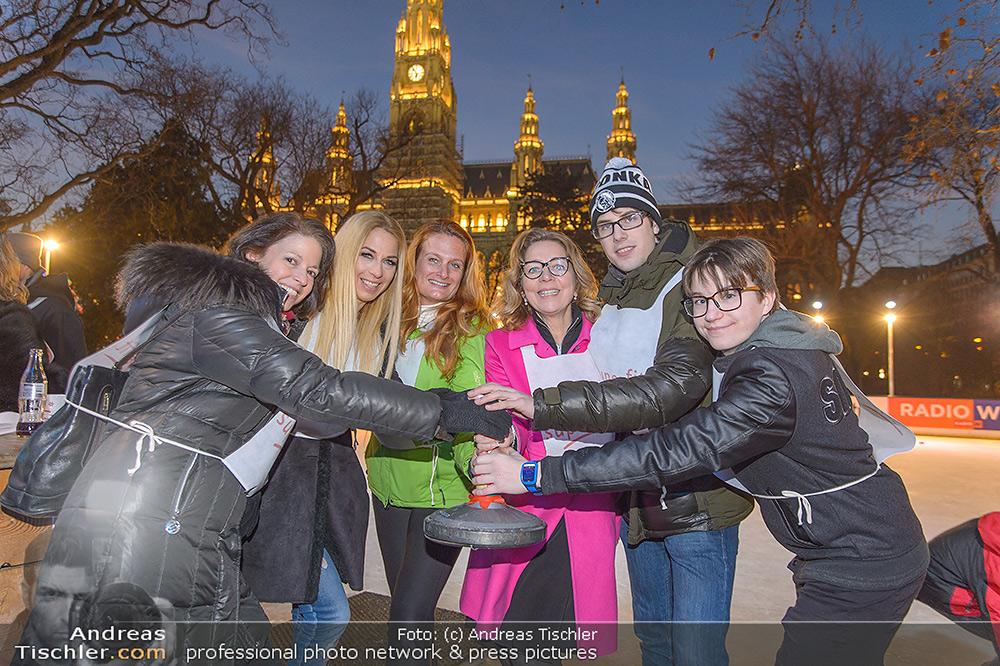 SuperFit Charity Eisstockschießen - 2019-02-18 - Rathausplatz