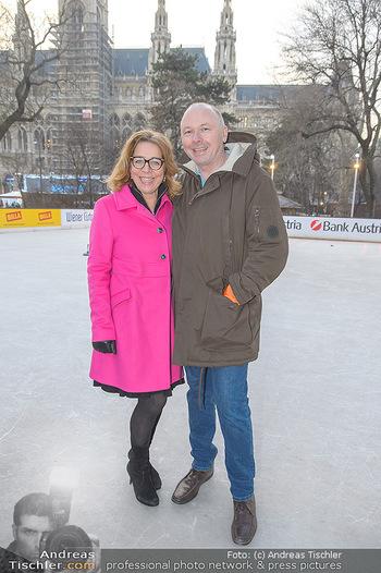SuperFit Charity Eisstockschießen - Rathausplatz - Mo 18.02.2019 - Emese HUNYADY, Peter HRUBY5