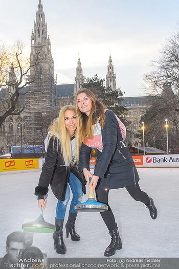 SuperFit Charity Eisstockschießen - Rathausplatz - Mo 18.02.2019 - Yvonne RUEFF, Martina KAISER19