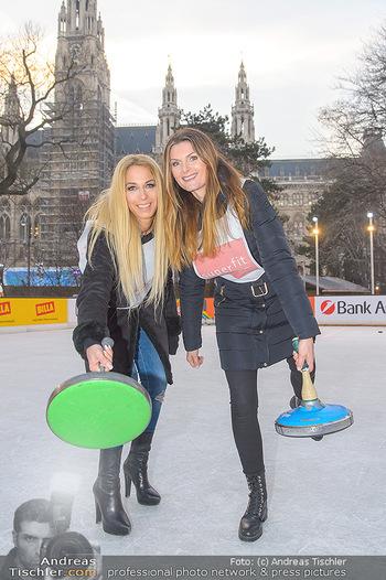 SuperFit Charity Eisstockschießen - Rathausplatz - Mo 18.02.2019 - Yvonne RUEFF, Martina KAISER21