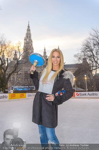 SuperFit Charity Eisstockschießen - Rathausplatz - Mo 18.02.2019 - Yvonne RUEFF25