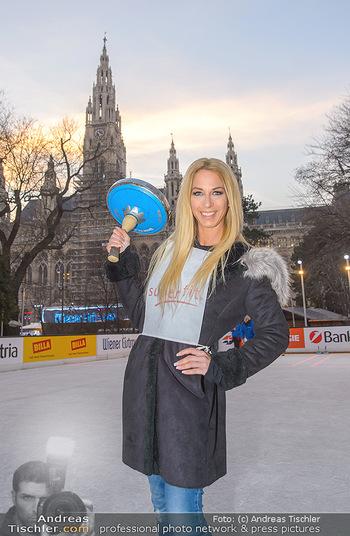 SuperFit Charity Eisstockschießen - Rathausplatz - Mo 18.02.2019 - Yvonne RUEFF26