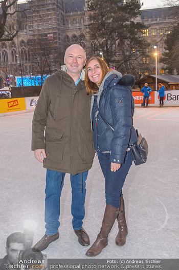 SuperFit Charity Eisstockschießen - Rathausplatz - Mo 18.02.2019 - Edina HRUBY mit Ehemann Peter36