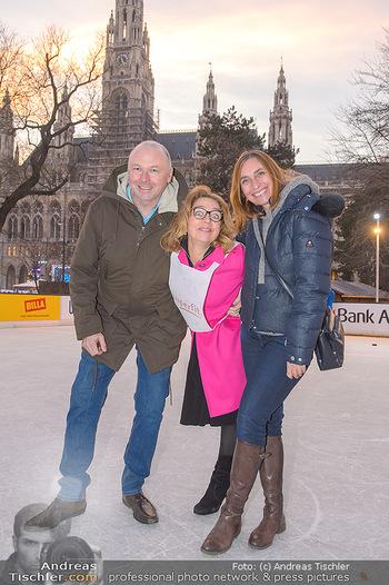 SuperFit Charity Eisstockschießen - Rathausplatz - Mo 18.02.2019 - 37