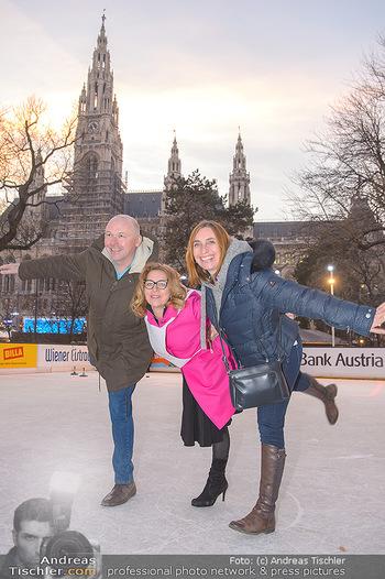 SuperFit Charity Eisstockschießen - Rathausplatz - Mo 18.02.2019 - 39