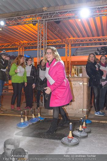 SuperFit Charity Eisstockschießen - Rathausplatz - Mo 18.02.2019 - Emese HUNYADY45