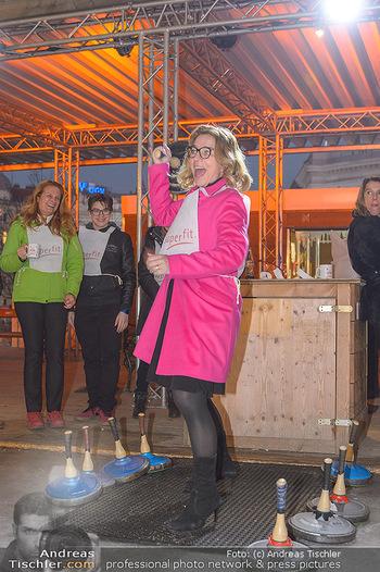 SuperFit Charity Eisstockschießen - Rathausplatz - Mo 18.02.2019 - Emese HUNYADY46