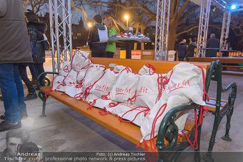 SuperFit Charity Eisstockschießen - Rathausplatz - Mo 18.02.2019 - 48