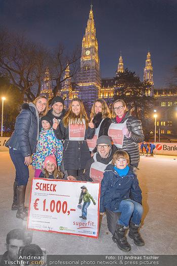 SuperFit Charity Eisstockschießen - Rathausplatz - Mo 18.02.2019 - 54