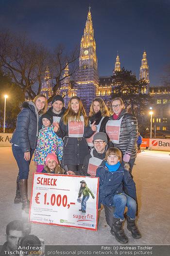SuperFit Charity Eisstockschießen - Rathausplatz - Mo 18.02.2019 - 55
