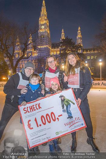 SuperFit Charity Eisstockschießen - Rathausplatz - Mo 18.02.2019 - 56