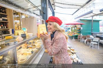 Fotoshooting Silvia Schneider - Div. Locations Österreich - Mo 25.02.2019 - Silvia SCHNEIDER beim Käse Einkaufen am grünen Markt in Wien, 18
