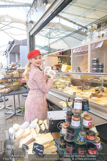 Fotoshooting Silvia Schneider - Div. Locations Österreich - Mo 25.02.2019 - Silvia SCHNEIDER beim Käse Einkaufen am grünen Markt in Wien, 19