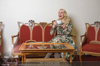 Fotoshooting Silvia Schneider - Div. Locations Österreich - Mo 25.02.2019 - Silvia SCHNEIDER trinkt Tee50