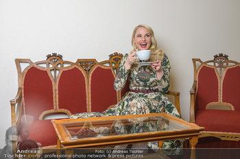 Fotoshooting Silvia Schneider - Div. Locations Österreich - Mo 25.02.2019 - Silvia SCHNEIDER trinkt Tee51