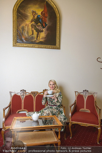 Fotoshooting Silvia Schneider - Div. Locations Österreich - Mo 25.02.2019 - Silvia SCHNEIDER trinkt Tee52