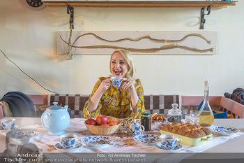Fotoshooting Silvia Schneider - Div. Locations Österreich - Mo 25.02.2019 - Silvia SCHNEIDER trinkt Tee63