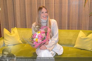 Elle MacPherson Ankunft - Flughafen Wien Schwechat - Di 26.02.2019 - Elle MACPHERSON1