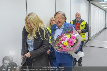 Elle MacPherson Ankunft - Flughafen Wien Schwechat - Di 26.02.2019 - Richard LUGNER, Moni KULIG9
