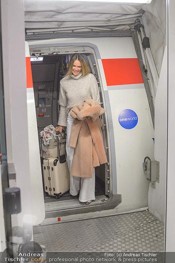 Elle MacPherson Ankunft - Flughafen Wien Schwechat - Di 26.02.2019 - Elle MACPHERSON verlässt das Flugzeug15