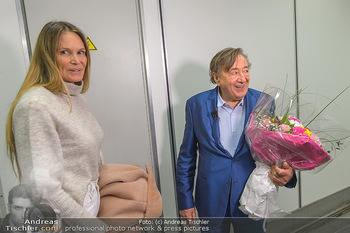 Elle MacPherson Ankunft - Flughafen Wien Schwechat - Di 26.02.2019 - Elle MACPHERSON, Richard LUGNER23