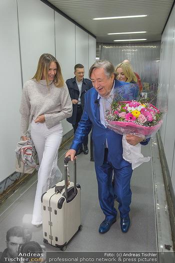 Elle MacPherson Ankunft - Flughafen Wien Schwechat - Di 26.02.2019 - Elle MACPHERSON, Richard LUGNER24