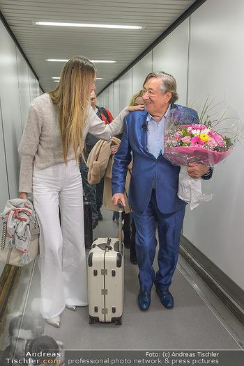 Elle MacPherson Ankunft - Flughafen Wien Schwechat - Di 26.02.2019 - Elle MACPHERSON, Richard LUGNER25