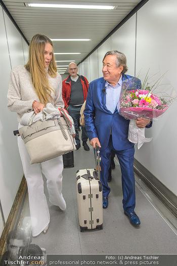 Elle MacPherson Ankunft - Flughafen Wien Schwechat - Di 26.02.2019 - Elle MACPHERSON, Richard LUGNER27