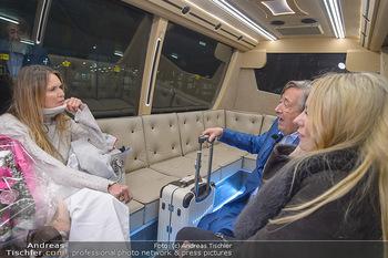 Elle MacPherson Ankunft - Flughafen Wien Schwechat - Di 26.02.2019 - Elle MACPHERSON, Richard LUGNER, Moni KULIG29