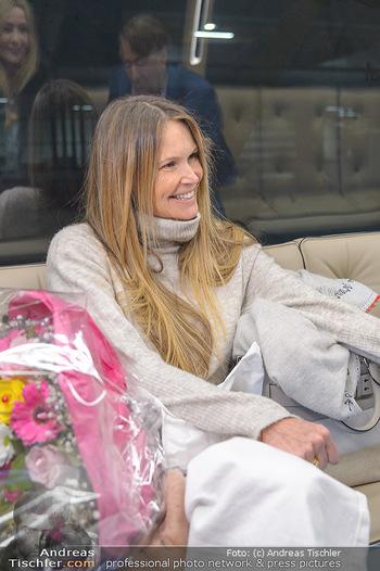 Elle MacPherson Ankunft - Flughafen Wien Schwechat - Di 26.02.2019 - Elle MACPHERSON30