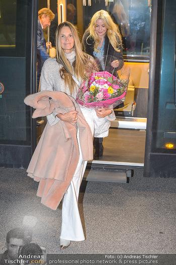Elle MacPherson Ankunft - Flughafen Wien Schwechat - Di 26.02.2019 - Elle MACPHERSON35