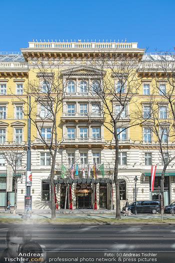 Elle MacPherson PK und Autogrammstunde - Grand Hotel und Lugner City - Mi 27.02.2019 - Grand Hotel Vienna Eingang3