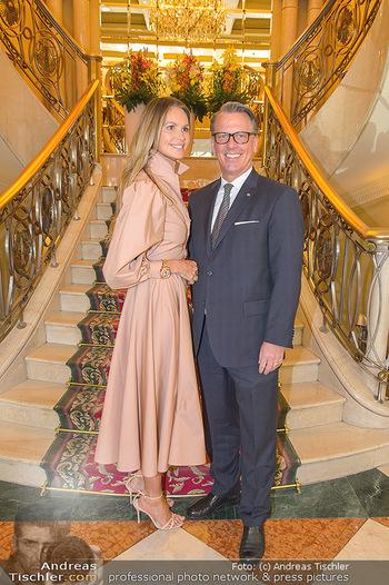 Elle MacPherson PK und Autogrammstunde - Grand Hotel und Lugner City - Mi 27.02.2019 - Elle MACPHERSON, Horst MAYER (Direktor Grand Hotel)6
